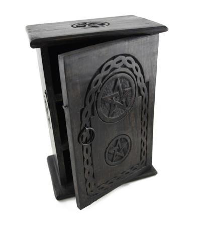 Drevená skrinka s pentagramom